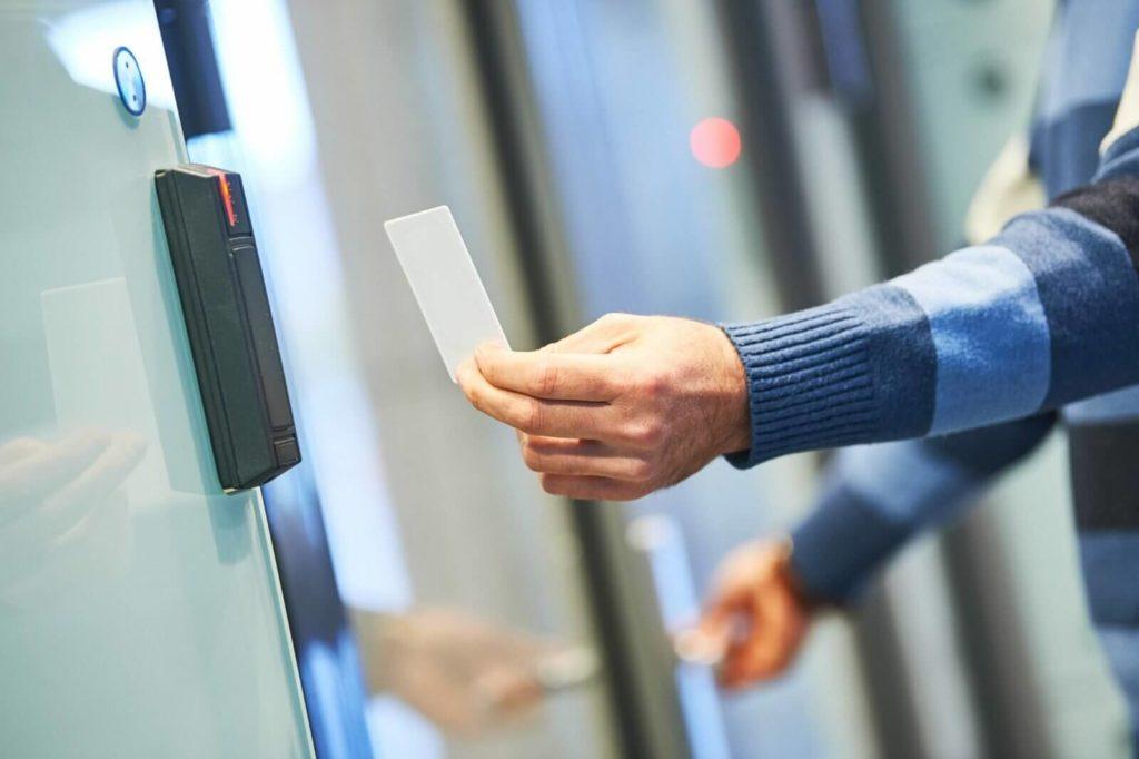 банковские карты в качестве идентификаторов для СКУД
